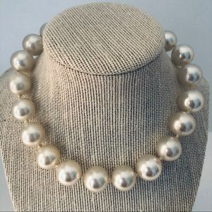 Vintage Chunky Faux Pearl Necklace Choker 16""